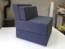 plava-fotelja-sa-jastucima